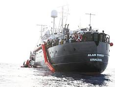 "SALVAMENTO. El barco ""Alan Kurdi"" de la ONG Sea Eye."