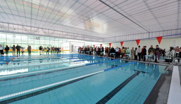 La piscina cubierta al fin abre sus puertas for Piscina cubierta linares