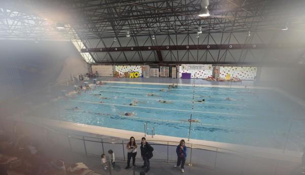 La piscina cubierta de la salobreja a la espera de la caldera - Piscina de jodar ...