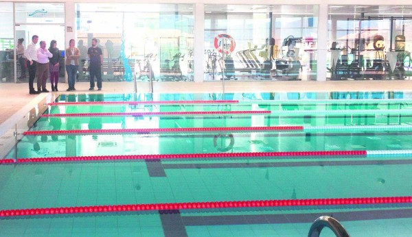 Reapertura al p blico de la piscina cubierta climatizada for Piscina cubierta linares
