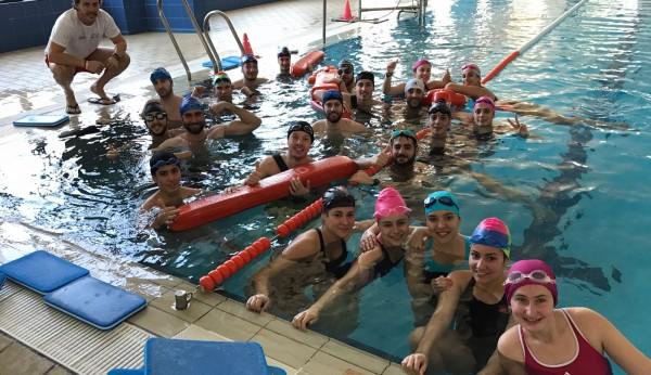 La piscina para encontrar trabajo for Piscina cubierta linares