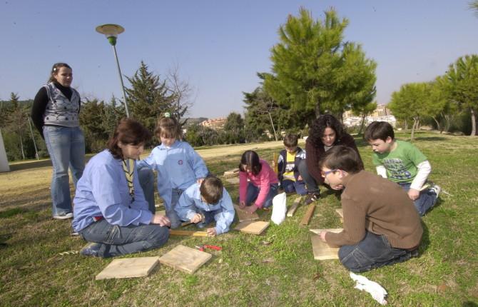 """ACTIVIDAD. Miembros de la Asociación de """"Scouts"""" Católicos de Jaén construyen un nuevo proyecto."""