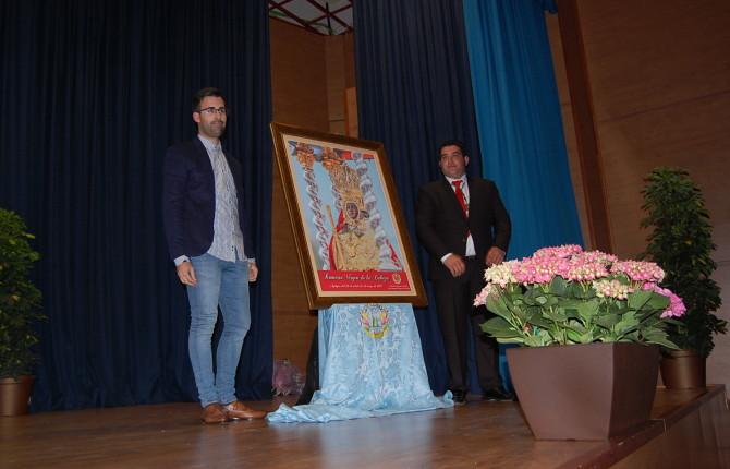 PRESENTACIÓN. Juan Navarro, autor del cartel de la Peña Rincón del Arte. Antonio Robles presenta el cartel de la Asociación Mariana de Anderos de la Virgen de la Cabeza.