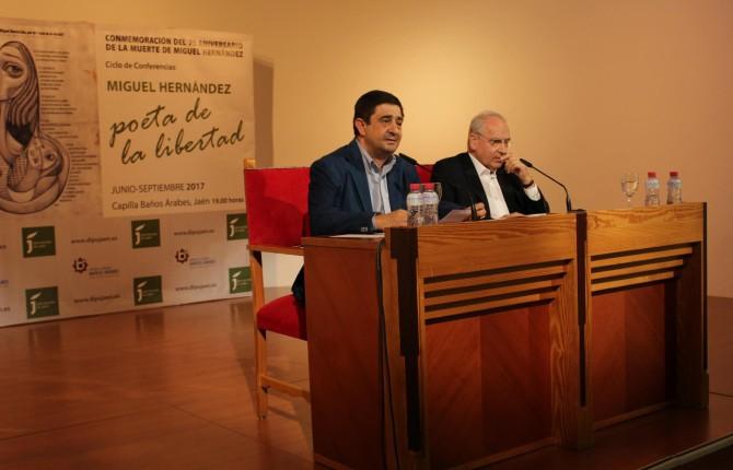 PRESENTACIÓN. El presidente de la Diputación, Francisco Reyes, junto al ex vicepresidente del Gobierno, Alfonso Guerra.