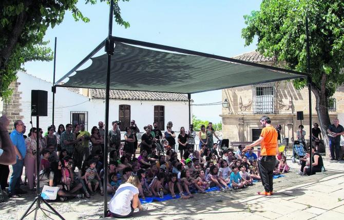 http://www.diariojaen.es/provincia/ubeda/los-cerros-se-visten-de-cuentos-HL4296687