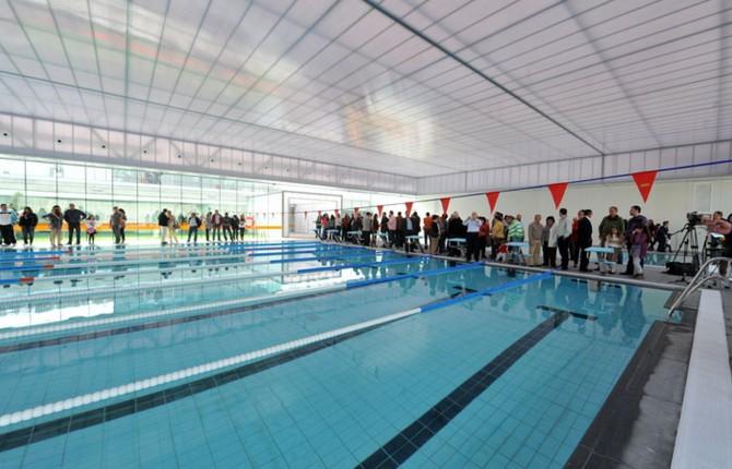 La piscina cubierta al fin abre sus puertas - Piscina cubierta linares ...