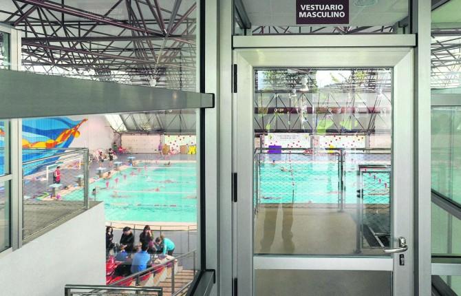 Waterpolistas afectados por el nivel de cloro en la salobreja for Nivel de cloro en piscinas