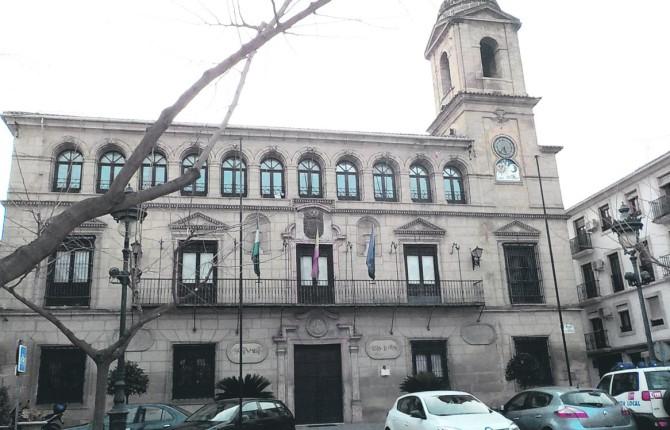 ADMINISTRACIÓN. Fachada principal del edificio que alberga el Ayuntamiento de Alcalá la Real.