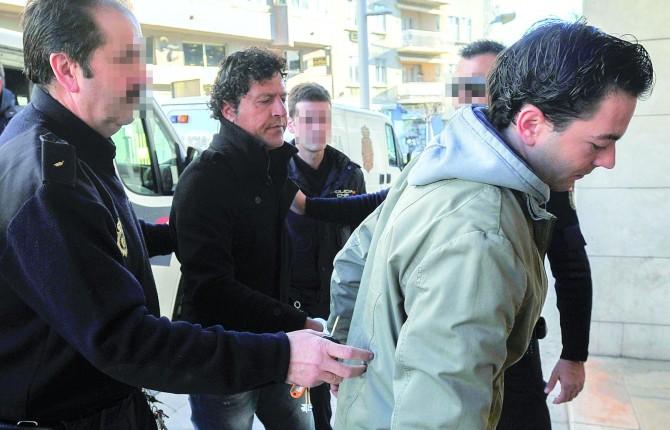 Condena a tres hombres por atracar un sal n de juegos for V encarnacion salon