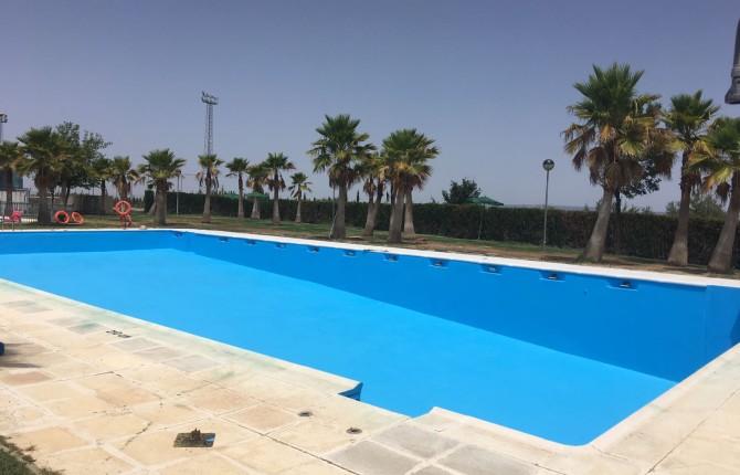 La piscina de lahiguera abre por fin al p blico el d a 14 for Piscina municipal camilo cano