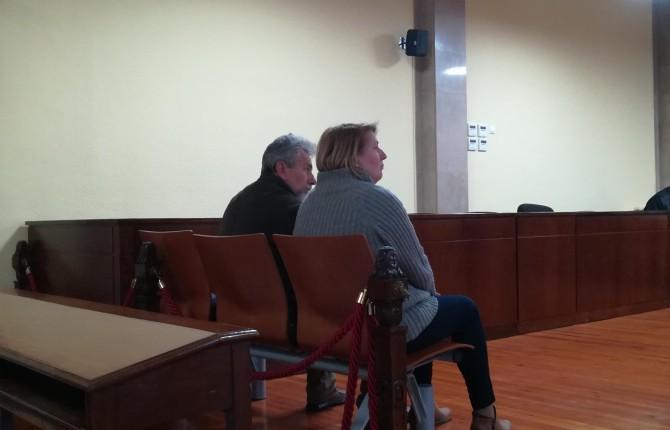 EN LA AUDIENCIA. Los dos empresarios acusados se enfrentan a una petición de dos años y medio de cárcel.