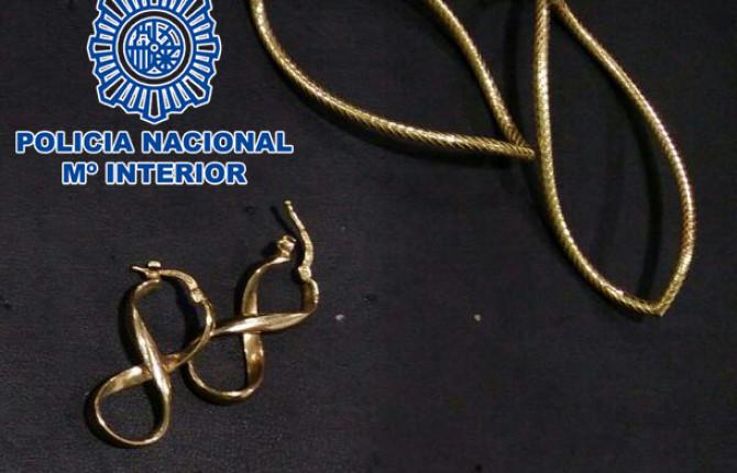 cd88bc8629dd Detenido al intentar vender joyas de oro falso en joyerías
