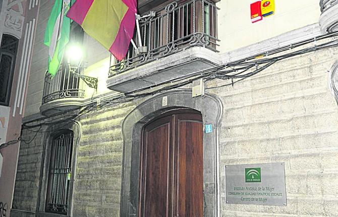 Calle Hurtado. Entrada principal de la sede del Instituto de la Mujer en Jaén.