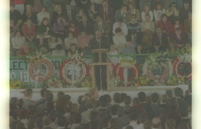 El exalcade Antonio Gómez, durante el multitudinario funeral.