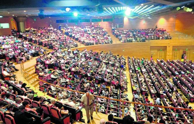 MULTITUD. Asistentes a una de las conferencias en el Palacio de Concgresos de Granada.