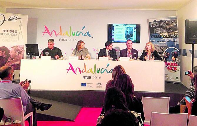 ORGULLO. Ana Cobo, Francisco Reyes y Manuel Quesada, en la presentación de los actos de conmemoración.