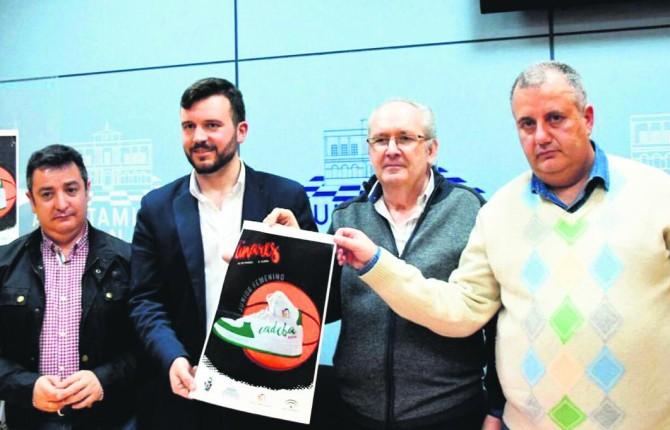 PRESENTACIÓN. Manolo Molina, Rafael Sampedro, José Luis Toribio y Eusebio Castillo, con el cartel del torneo.