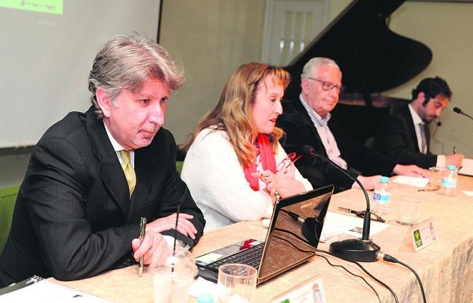 EXPLICACIÓN MUSICAL. El compositor madrileño Josué Bonnín de Góngora ofrece una charla táctica a todos los asistentes a la Económica.